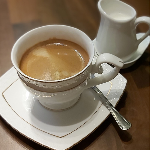 Black coffee with milk (Flat White)