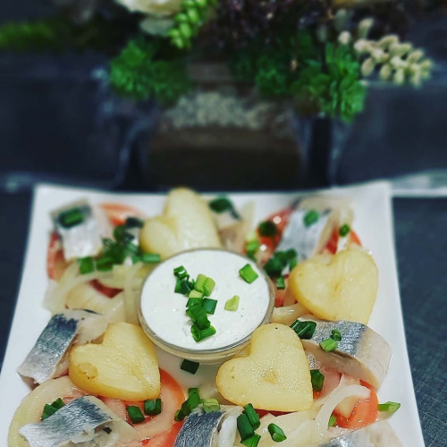 Herring with potatoes and garlic butter